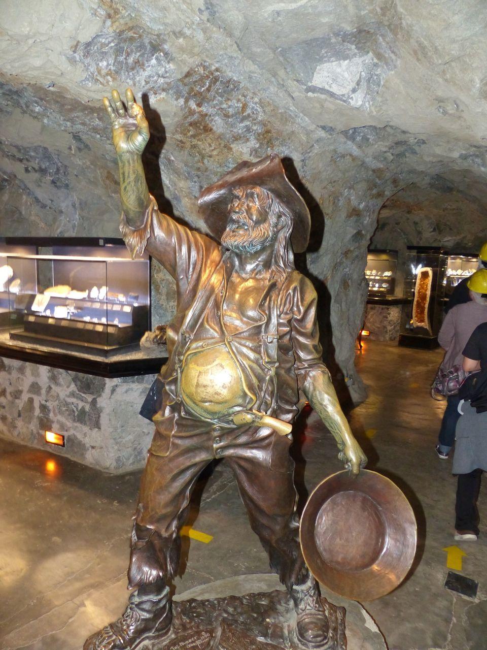 Minen Statue